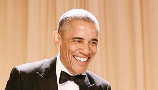 Pullas y bromas en la tradicional cena de Obama con la prensa