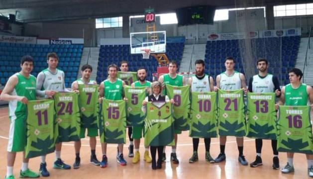 Los jugadores del Planasa, junto a Sagrario Mateo.