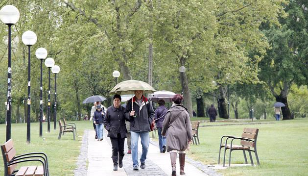 La lluvia también mojó a Pamplona, donde han caído 27,8 litros/m2.