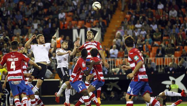 El Valencia recupera su plaza Champions con una goleada al Granada