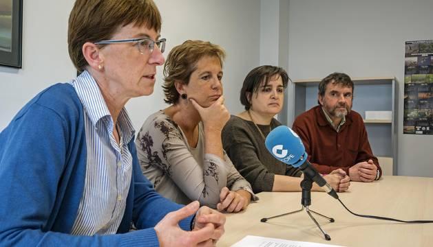 Cristina Pinillos, Begoña Ganuza, Maite Suberviola y Ángel Marco, ayer en la presentación.
