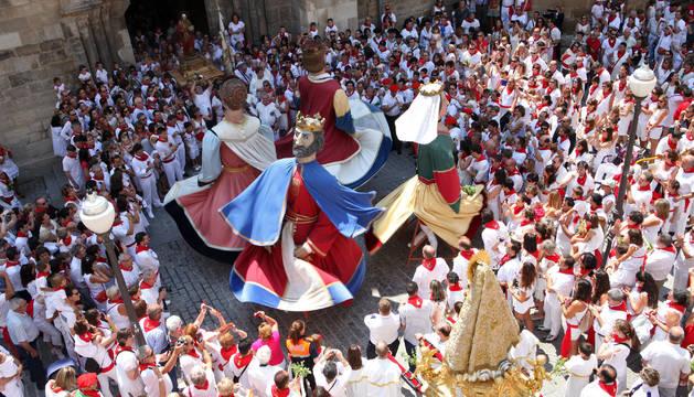 Los Gigantes de Tudela, en pleno baile durante las pasadas fiestas de la capital ribera.