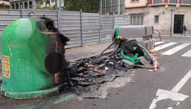 Contenedores quemados.