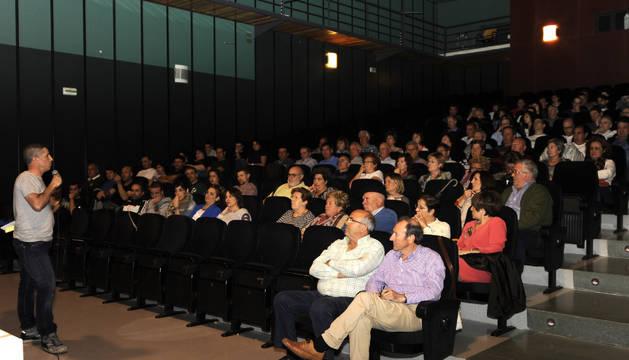Asistentes a la asamblea informativa en Funes.