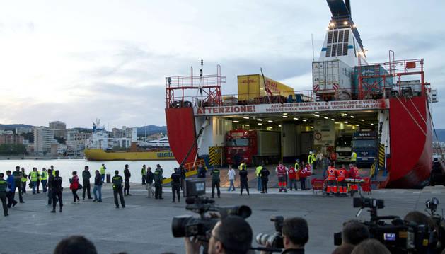 Evacuados los 156 ocupantes del ferry incendiado cerca de Mallorca