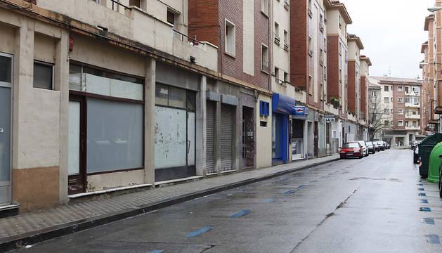 Calle Joaquín Larregla, en la Milagrosa, donde hay numerosas bajeras.