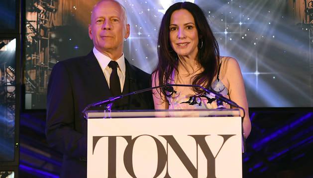 Bruce Willis y Mary-Louise Parker anuncian las candidaturas.