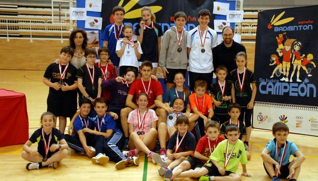 Los medallistas de esta edición de los JJDD de Navarra posaron juntos tras la entrega de medallas.
