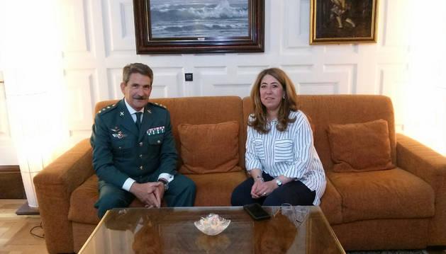 La delegada del Gobierno recibe al nuevo jefe de la Guardia Civil en Navarra