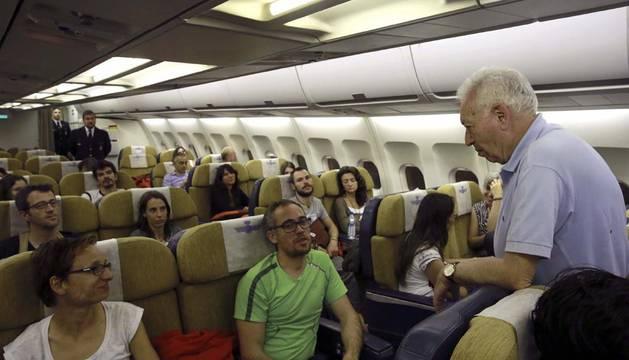 El Ministerio de Exteriores evacúa a los 128 españoles de Katmandú