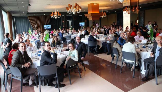 Imagen de parte de los asistentes a la fiesta del 25 aniversario de la empresa Mecacontrol.