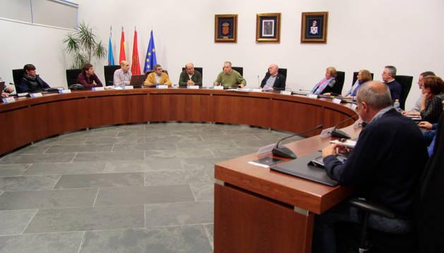 Celebración de un pleno en el Ayuntamiento de Zizur Mayor.