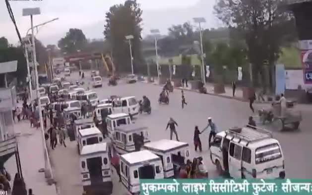 Nuevas imágenes del momento en que la tierra tembló en Nepal