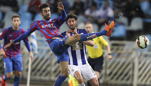La Real certifica la permanencia con tres goles al Levante