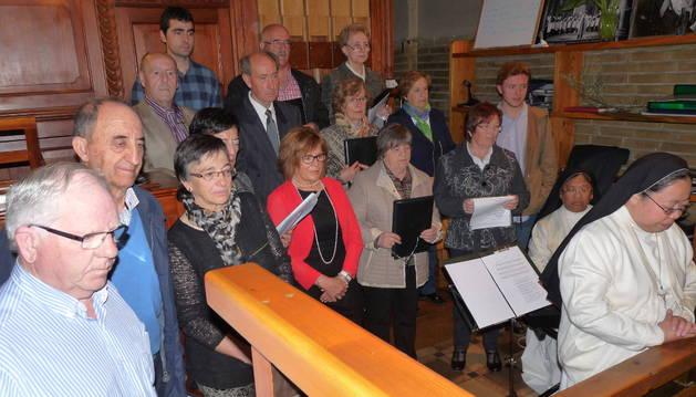 El coro parroquial de Villatuerta interpretó la parte musical de la eucaristía.