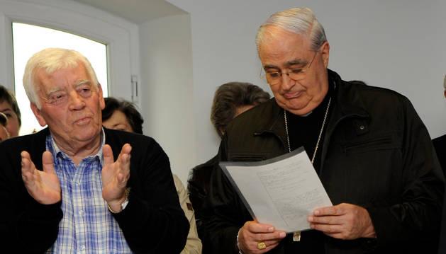 El párroco Ignacio Urdangarín, con el cardenal Lacunza.