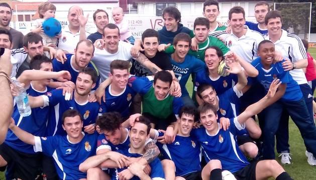 Los jugadores de la Peña celebran el título