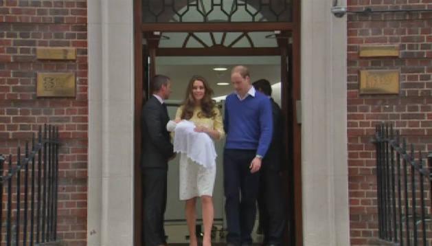 Los Duques de Cambridge presentan a su hija
