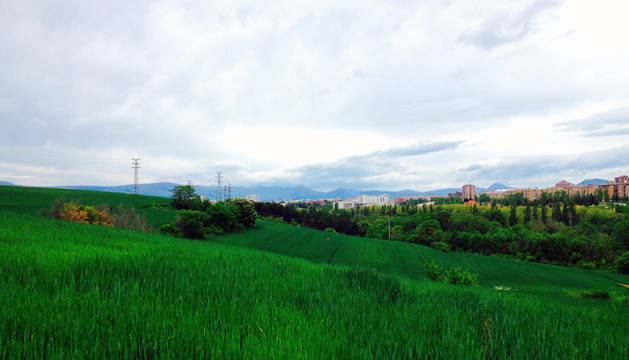 Cielos nubosos este sábado sobre Pamplona.