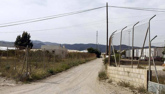 Camino del semillero donde ha aparecido muerta la mujer en Almería.
