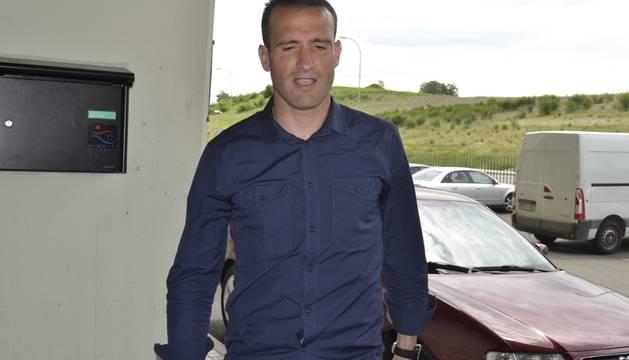 Mateo entra en el estadio de El Sadar, este lunes.