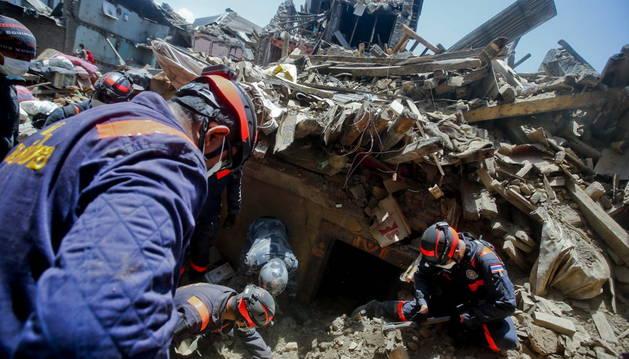 Una de las operaciones de búsqueda en Nepal.