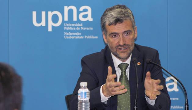 Presentación de su proyecto a la dirección de la Universidad Publica Navarra.