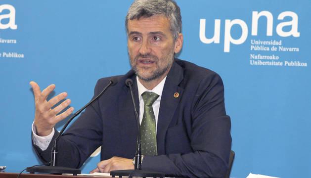 Presentación de su proyecto a la dirección de la UPNA.