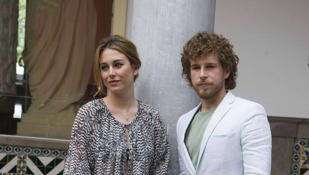 Blanca Suárez y Álvaro Cervantes, protagonistas de la serie.