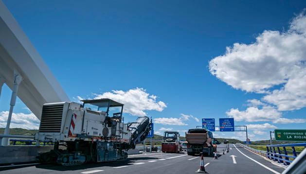 La salida del puente que cruza el Ebro, justo donde termina la frontera navarra está de nuevo ocupada por camiones que impiden circular en dirección Zargoza.