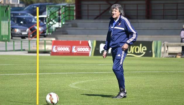 Enrique Martín Monreal ha dirigido este miércoles su primer entrenamiento como entrenador en esta, su tercera etapa al frente de Osasuna.