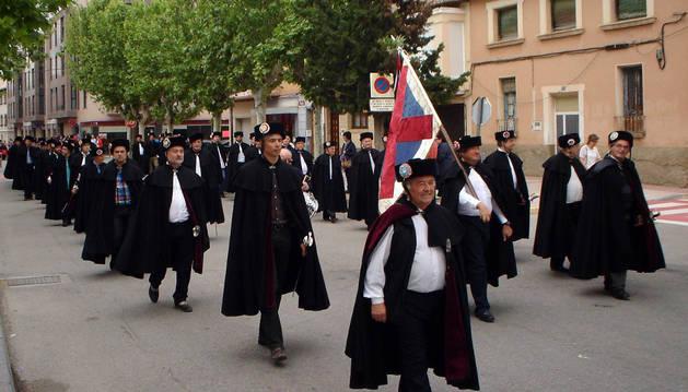 Los ballesteros que desfilaron por las calles de Cintruénigo.