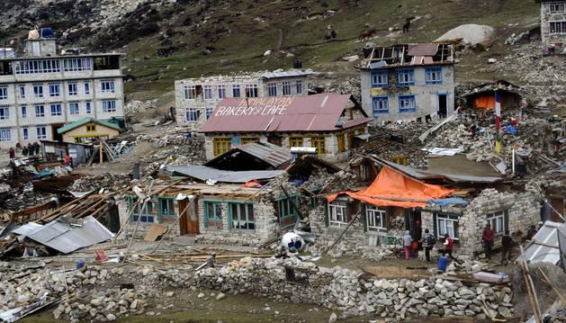 Kenjing Gompa,  pueblo nepalí destrozado tras el terremoto.