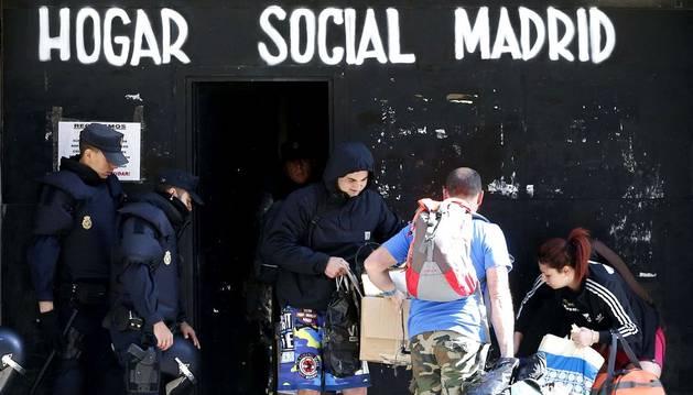 Desalojado sin incidentes el edificio de okupas neonazis de Madrid