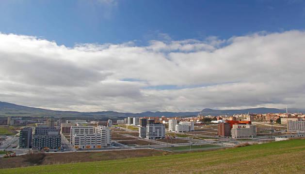 Bloques de viviendas en construccón en el desarrollo urbano de Lezkairu, en Pamplona.