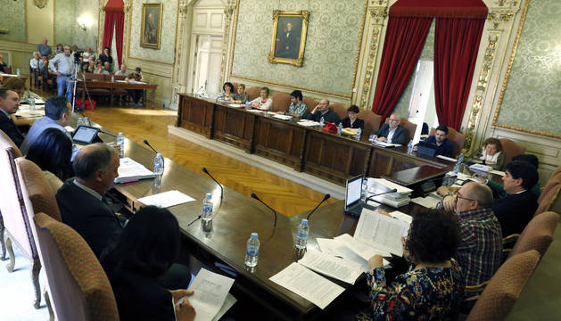 Los ediles de los distintos grupos municipales durante el pleno celebrado en Tudela