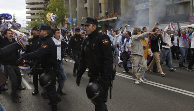 Policías en el Bernabéu.