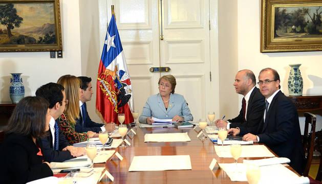 Bachelet pide la renuncia a todos sus ministros y hará cambios en 72 horas