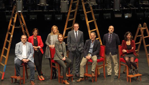 En el Teatro Gayarre , Laura Pérez (Podemos), Diego Paños (Ciudadanos), Adolfo Araiz (EH Bildu), Uxue Barkos (Geroa Bai), Javier Esparza (UPN), María Chivite (PSN), Ana Beltrán (PP) y José Miguel Nuin (I-E).