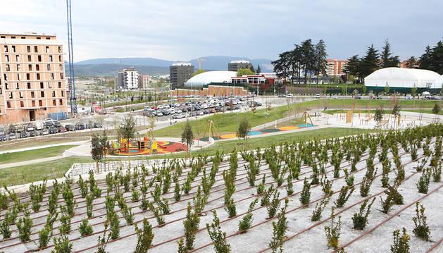 Vecinos de Pamplona piden sombra en los nuevos parques hasta que crezcan los árboles