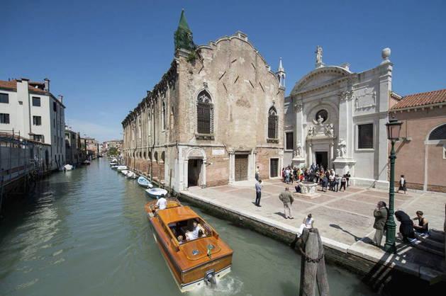 El lujo y los famosos reinan en Venecia, antes de la Bienal