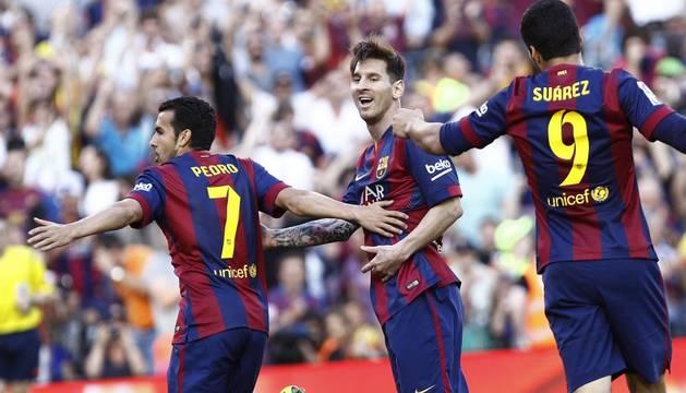 Pedro, Messi y Neymar celebran el segundo gol.