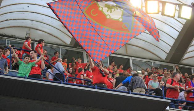 Público que acudió al encuentro correspondiente a la Jornada 37 de la Liga Adelante, temporada 2014/2015, disputado en el estadio de El Sadar entre el C.A. Osasuna y el Mirandés. Los locales vencieron por 2-0.