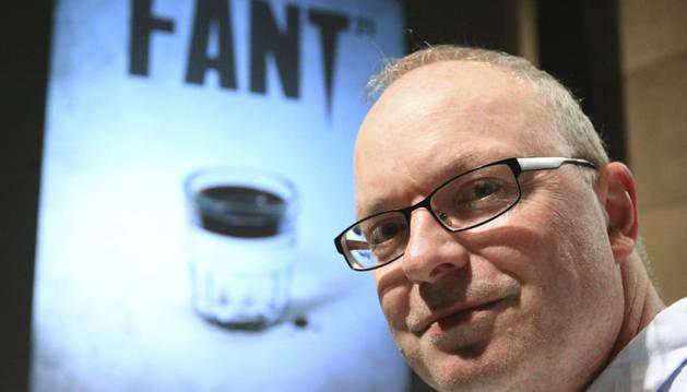 El director Chris W. Mitchell.