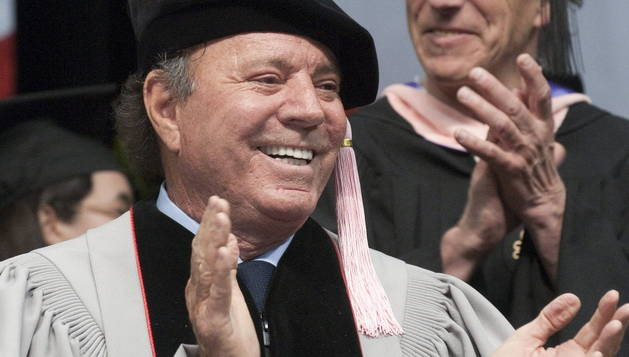 Julio Iglesias, investido doctor 'honoris causa'.