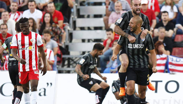 El Málaga mete en un lío al Almería