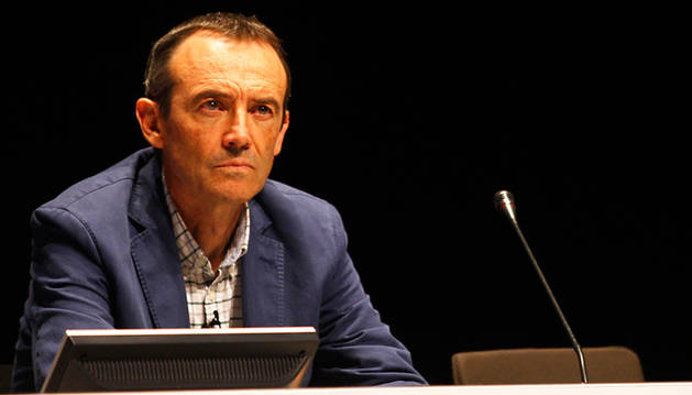 El doctor Esteban Gorostiaga, en la conferencia que ofreció en Baluarte.