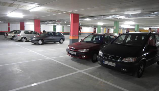 Depósito de la grúa en el aparcamiento de la Audiencia.
