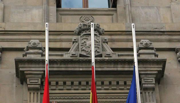 ¿La bandera navarra o la ikurriña?
