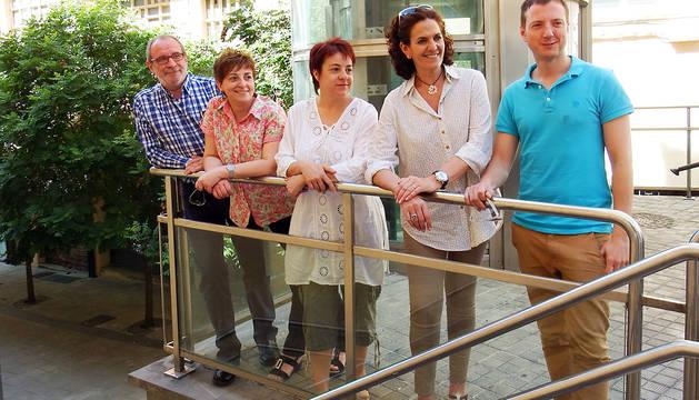 Itziar Gómez y su equipo, junto al ascensor de la Milagrosa.